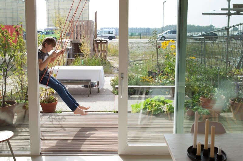 House in Amsterdam completely constructed with massive wooden panels (16)