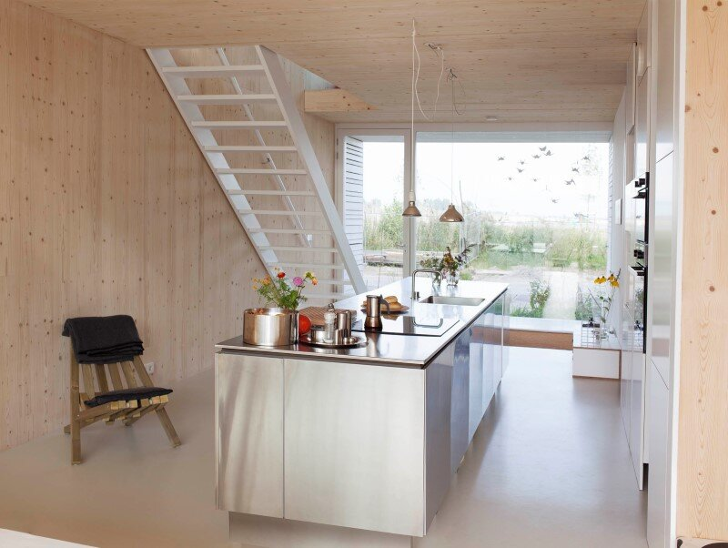 House in Amsterdam completely constructed with massive wooden panels (2)