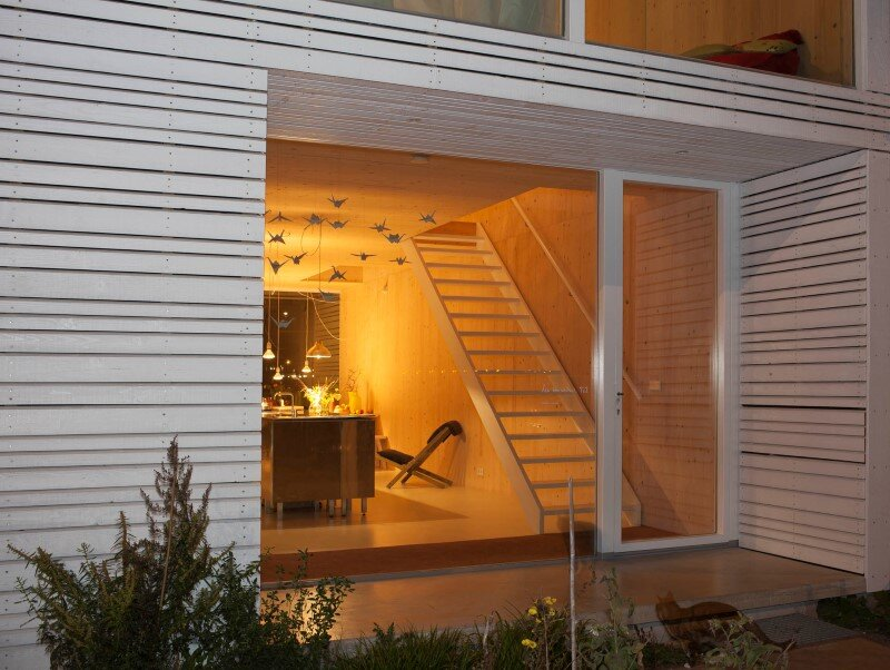 House in Amsterdam completely constructed with massive wooden panels (3)