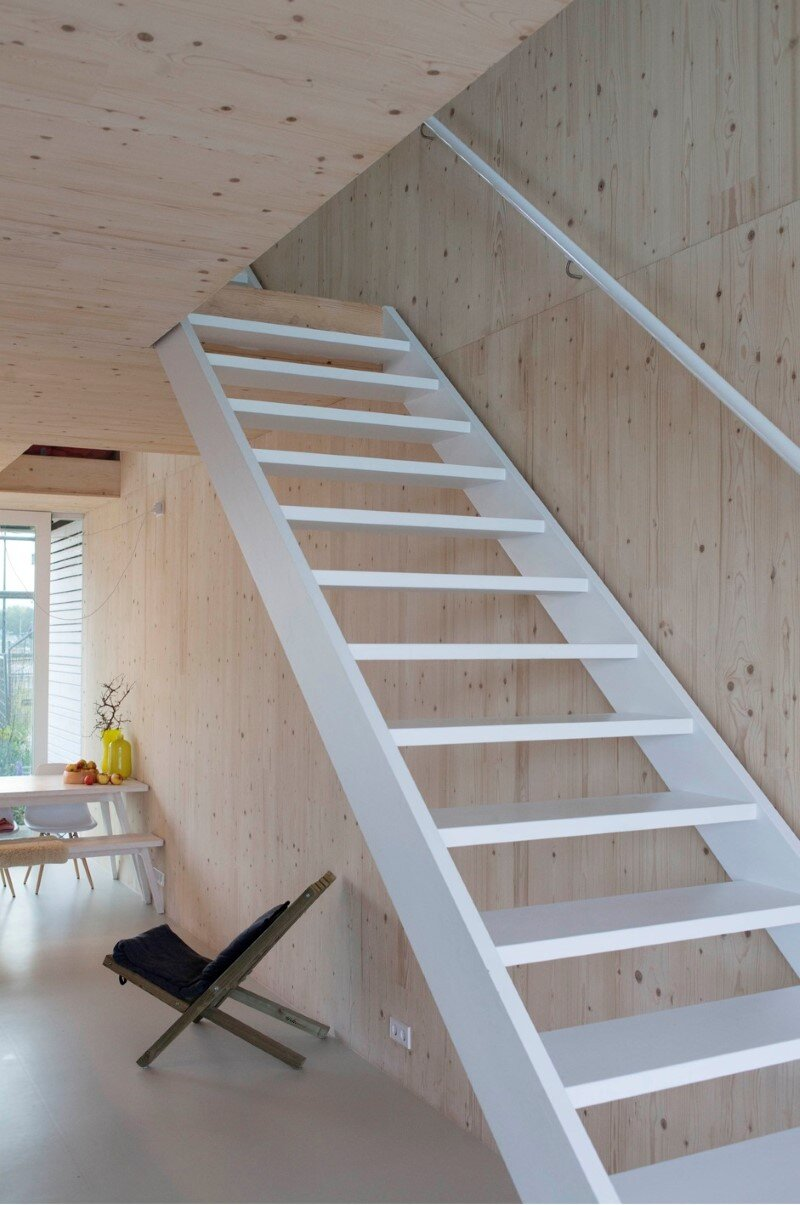 House in Amsterdam completely constructed with massive wooden panels (4)