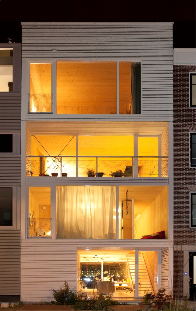 House in Amsterdam completely constructed with massive wooden panels (7)