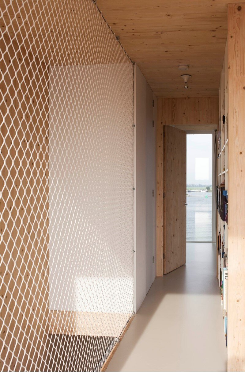 House in Amsterdam completely constructed with massive wooden panels (9)