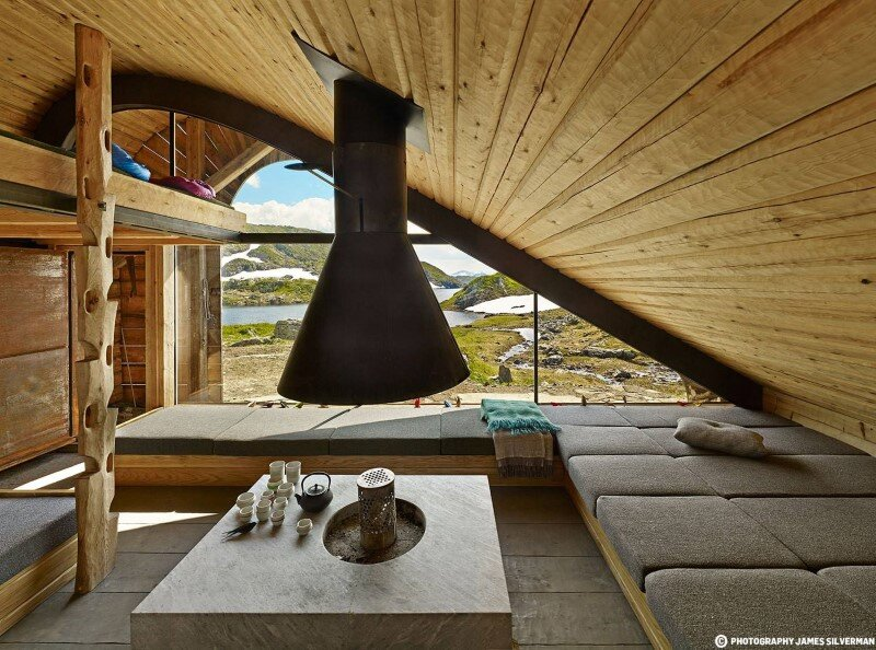 """Hunting lodge with a roof that """"grows out of"""" landscape - Norwegian mountain cabin (5)"""