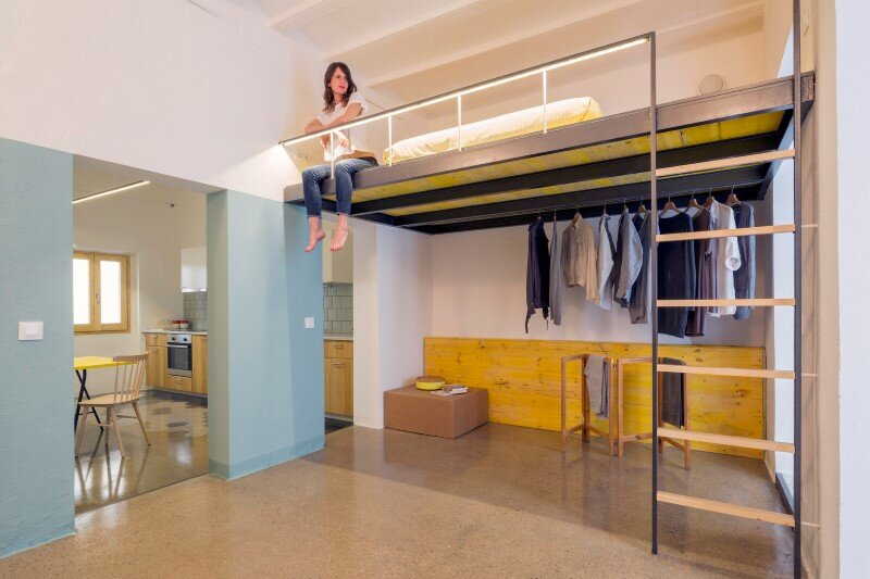 Loft bed is a good option for rooms with high ceilings G-ROC apartment in Barcelona (1)