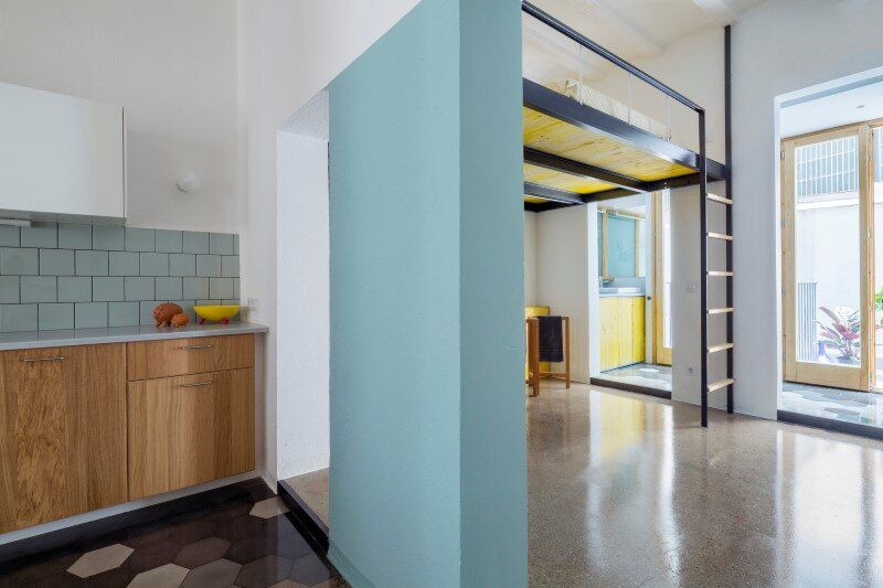 Loft bed is a good option for rooms with high ceilings G-ROC apartment in Barcelona (10)