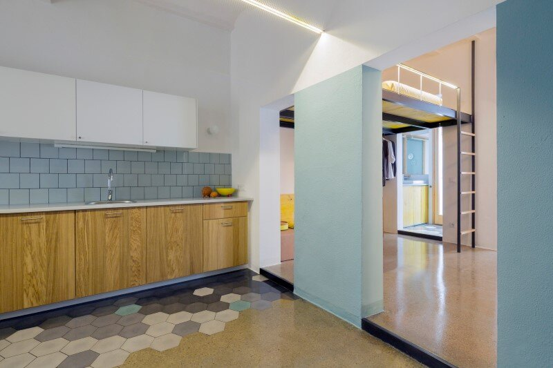 Loft bed is a good option for rooms with high ceilings G-ROC apartment in Barcelona (11)