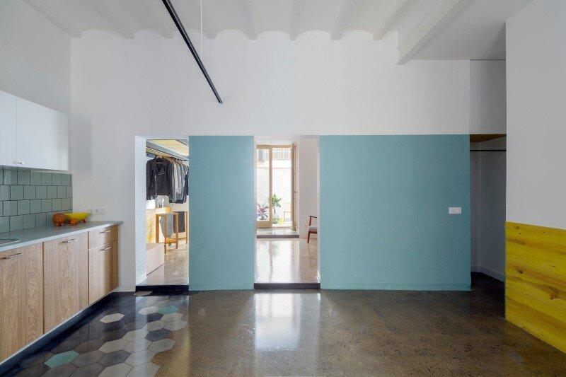 Loft bed is a good option for rooms with high ceilings G-ROC apartment in Barcelona (12)