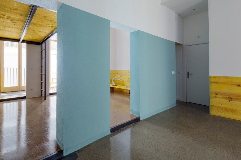 Loft bed is a good option for rooms with high ceilings G-ROC apartment in Barcelona (13)