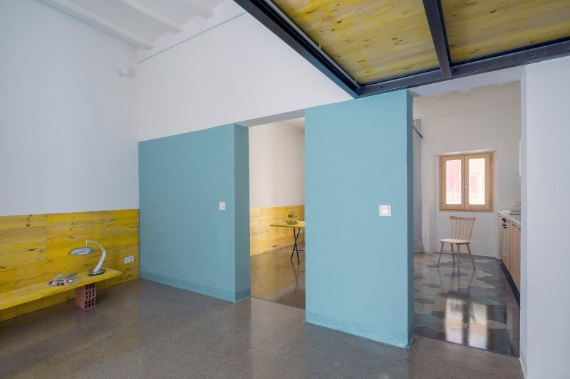 Loft bed is a good option for rooms with high ceilings G-ROC apartment in Barcelona (6)