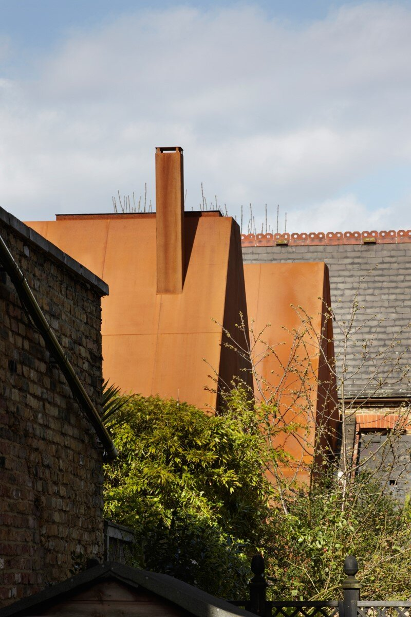 London House - family home formed of two sculptural volumes of weathering steel (17)