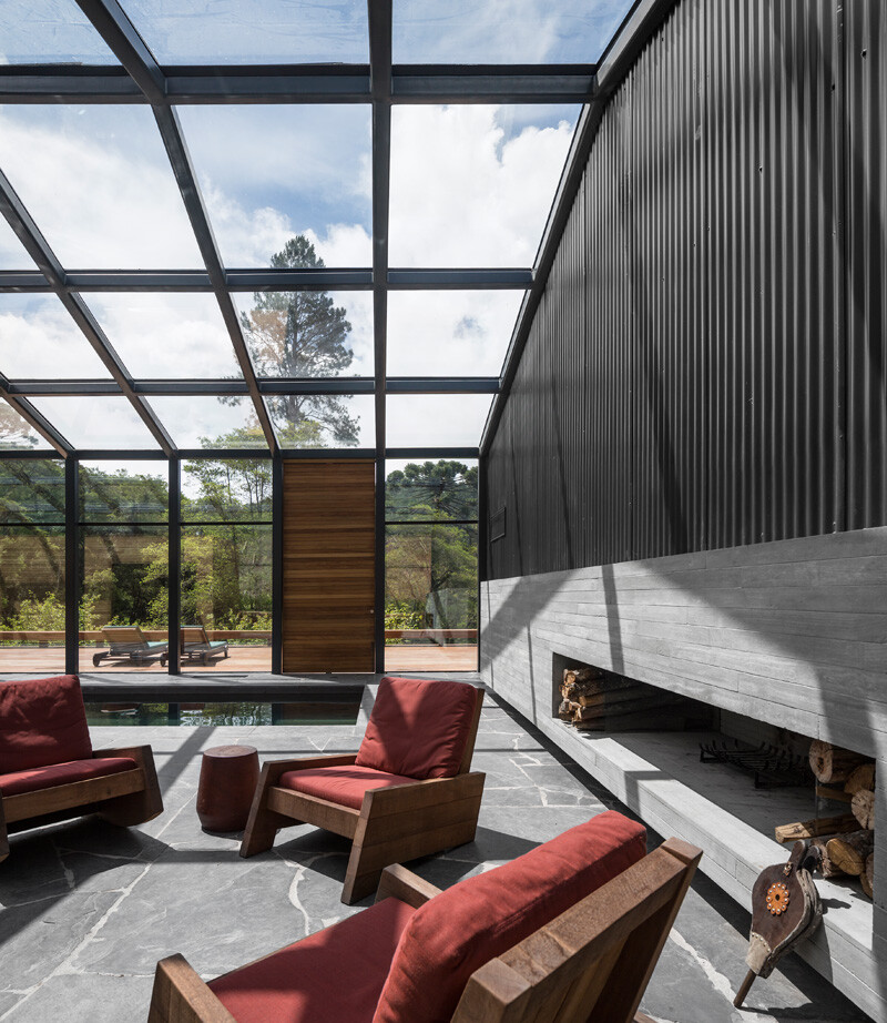 Metallic structure house in the midst of a beautiful forest of pine trees (7)