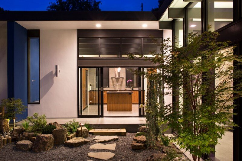 Modern Atrium House - energy efficient new home by Klopf Architecture (4)