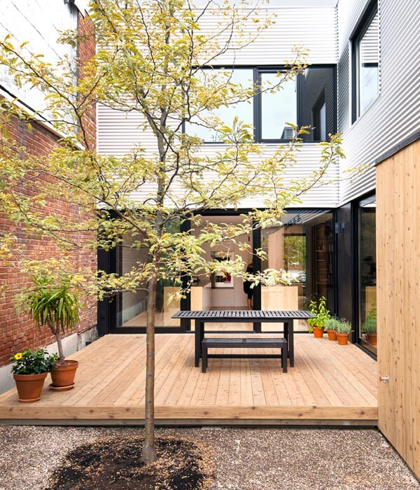 Old duplex renovated and converted into a family home (16)