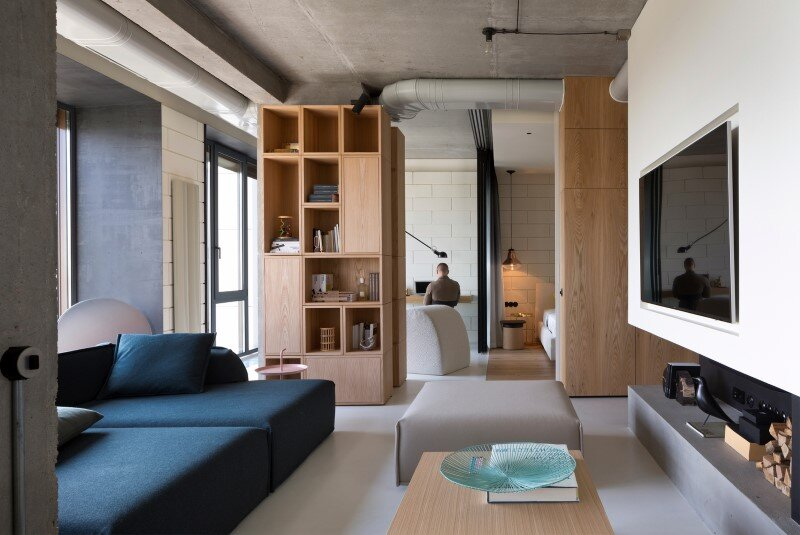 Penthouse with concrete ceiling and a glass-wall windows (1)