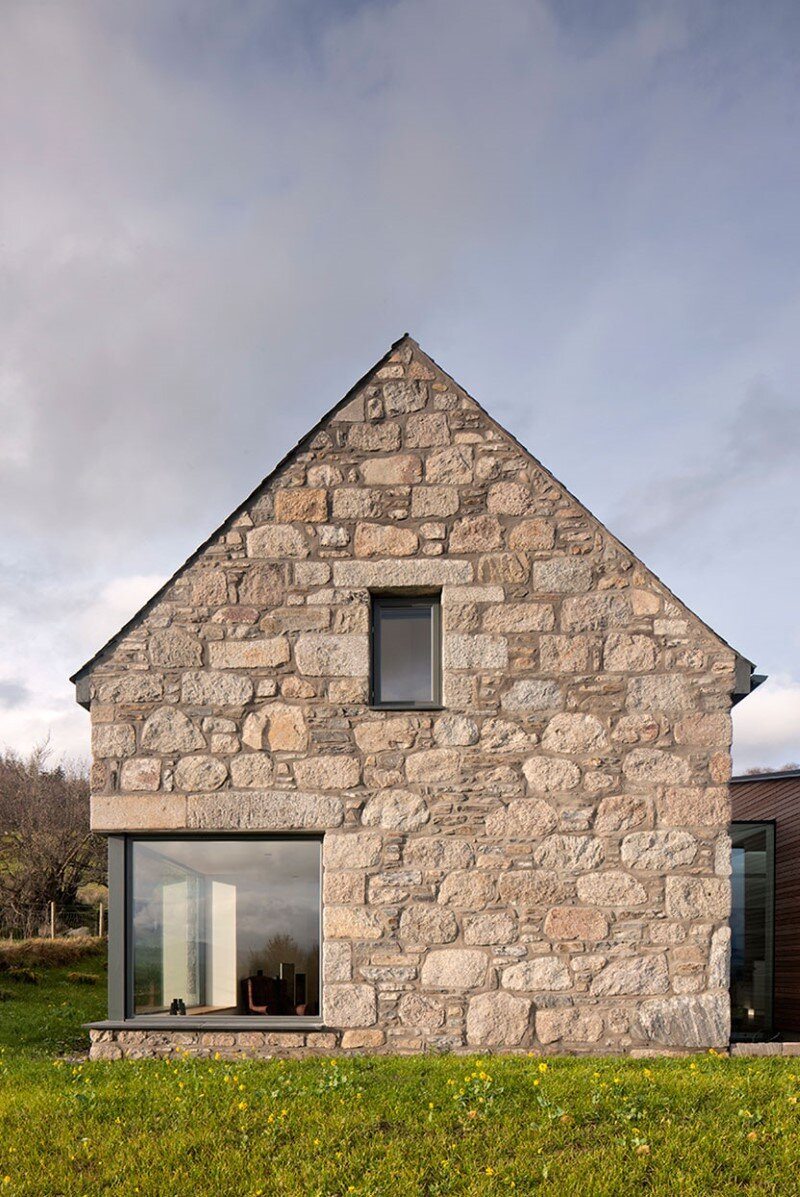 Scottish cottage nestled on a hillside with panoramic views (3)