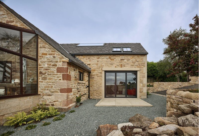 Stone cottage Hocker Farm - extension and modernization of a traditional British cottage (1)