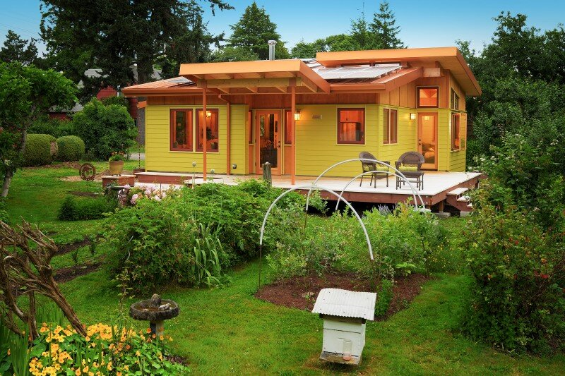 energy-wise hybrid timber-frame Mini Home with playful design (3)