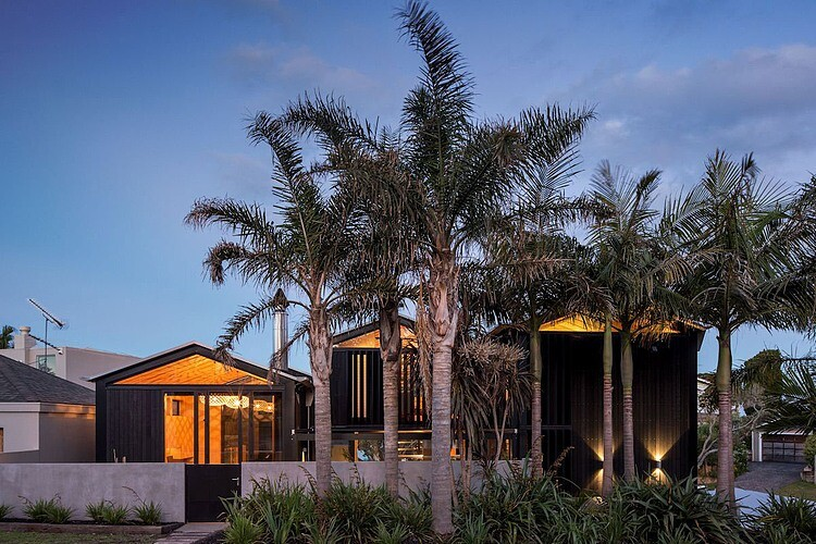 Takapuna House - Boatsheds by Strachan Group Architects (4)
