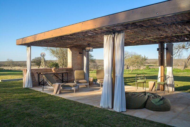 Temple Ranch Pool Cabana with jacal shade structures (17)