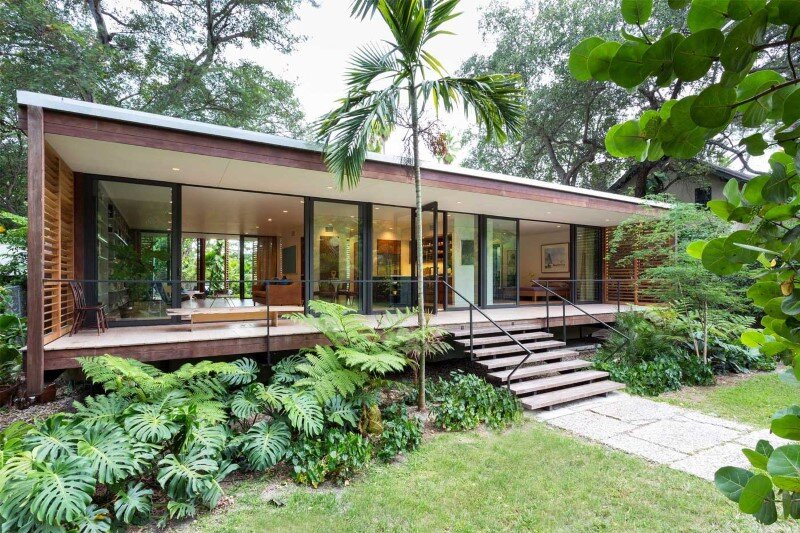 Vernacular architecture with minimal impact on the earth Brillhart House (8)