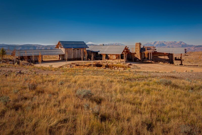 Wolf Creek Ranch - Log Home with traditional ranch architecture (5)