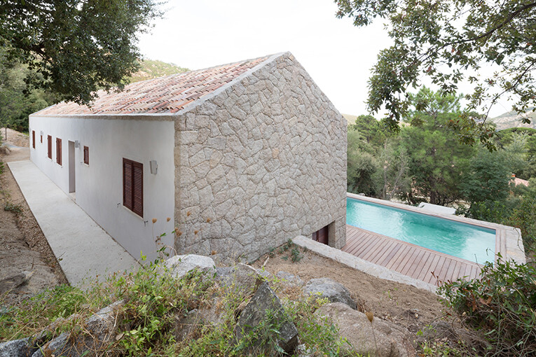 Contemporary Vernacular: a holiday house in the South-East of Corsica 2