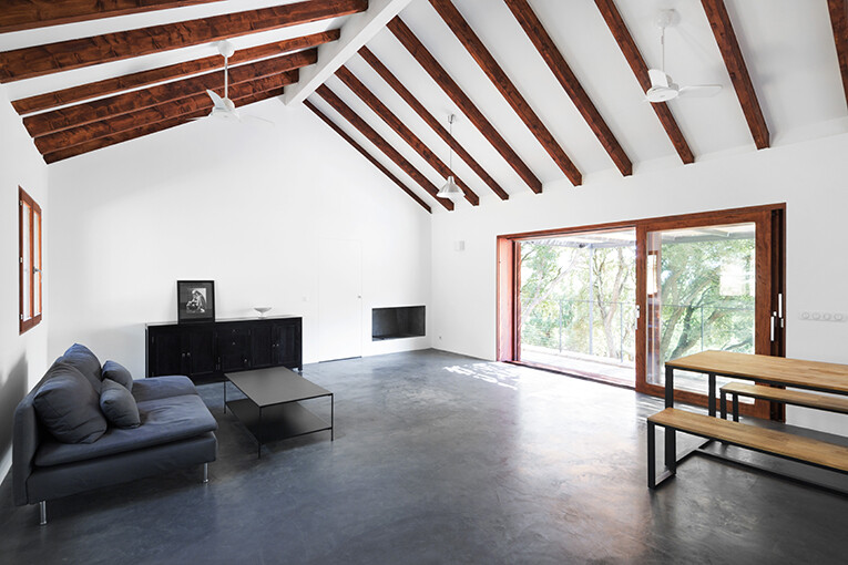 Contemporary Vernacular: a holiday house in the South-East of Corsica 5
