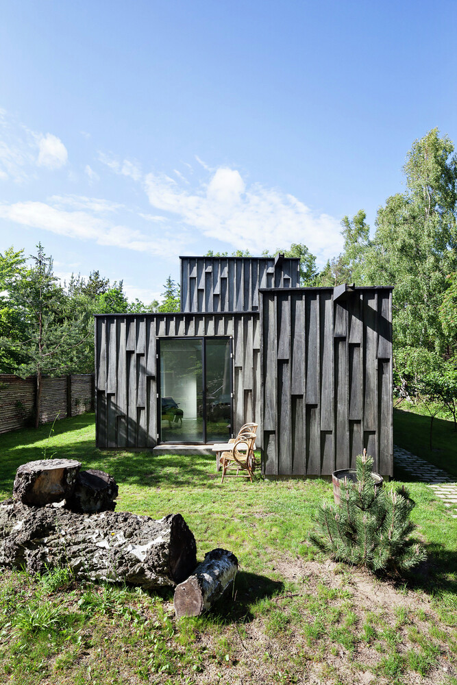 Architectural oak facade which offers an attractive look Forest House (13)