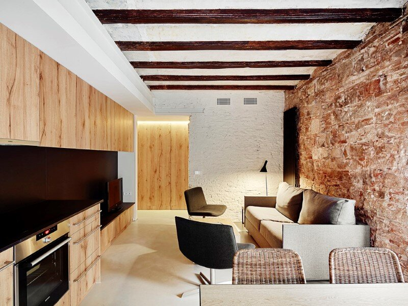 Borne apartments - modern décor combined with original wooden beams (1)