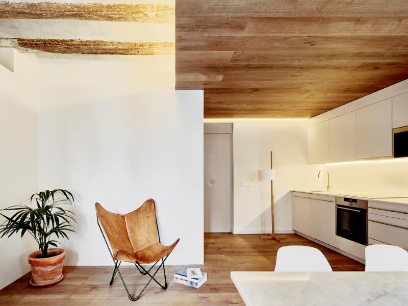 Borne apartments - modern décor combined with original wooden beams (10)