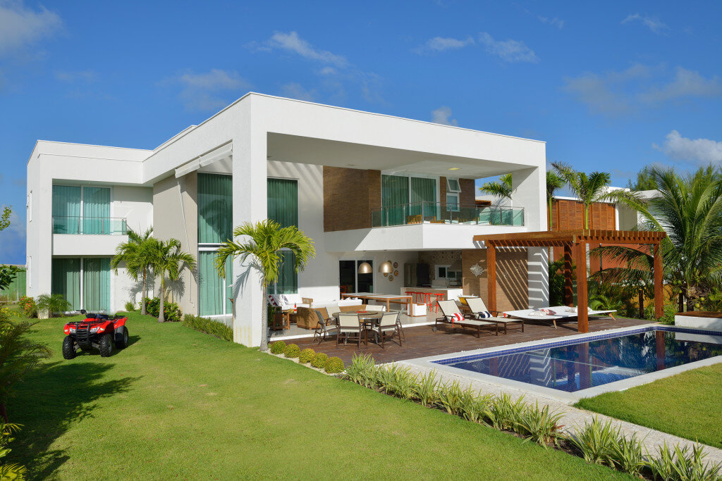 Contemporary Beach House with Nautical Theme (2)