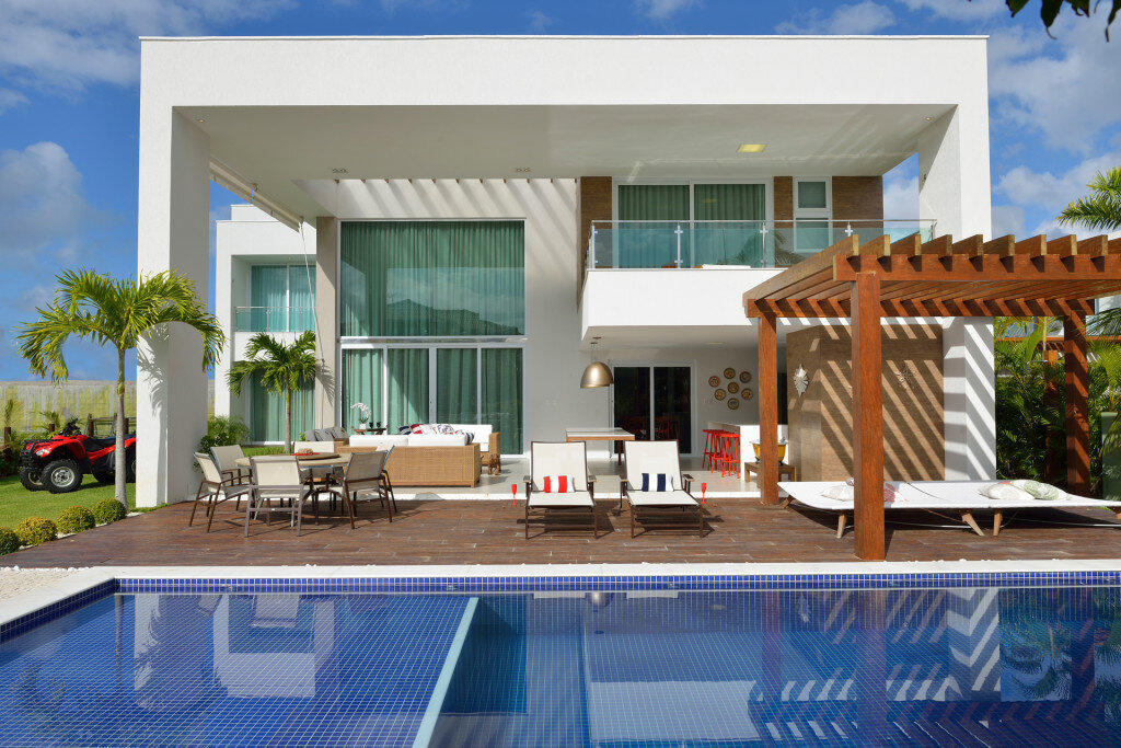 Contemporary Beach House with Nautical Theme (3)