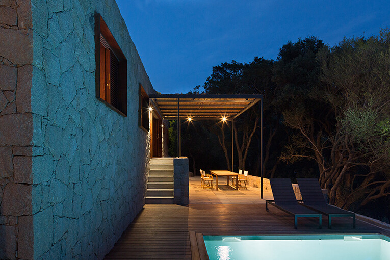 Vernacular architecture - a holiday house in the South-East of Corsica (7)