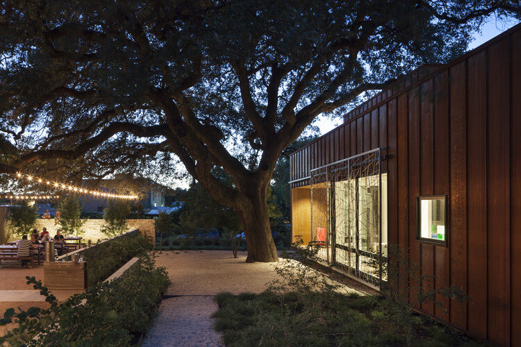 Court & Corten House is inspired by the simple shapes of 1920's bungalows (2)