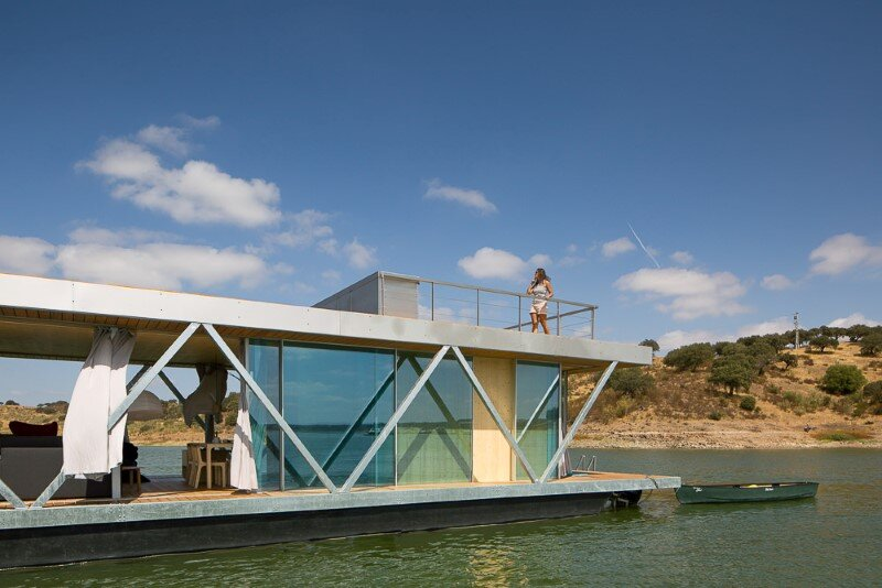 Floating House - a mobile house in the middle of a lake (1)