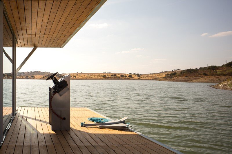 Floating House - a mobile house in the middle of a lake (10)