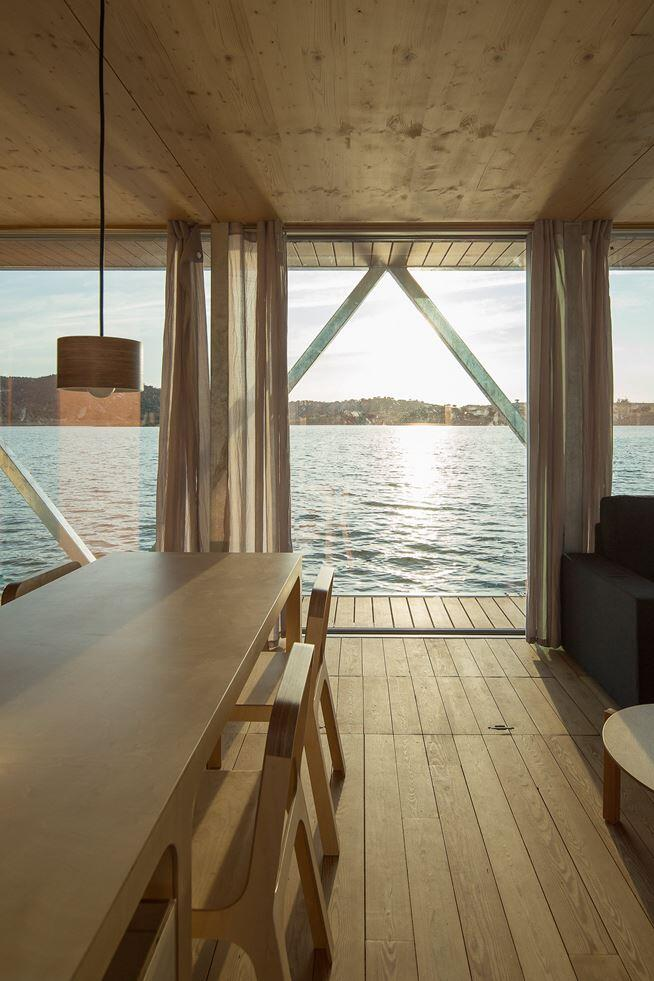 Floating House - a mobile house in the middle of a lake (12)