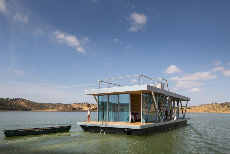 Floating House - a mobile house in the middle of a lake (14)