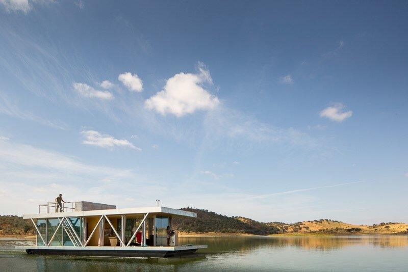 Floating House - a mobile house in the middle of a lake (16)