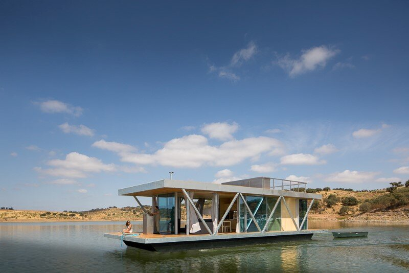 Floating House - a mobile house in the middle of a lake (6)