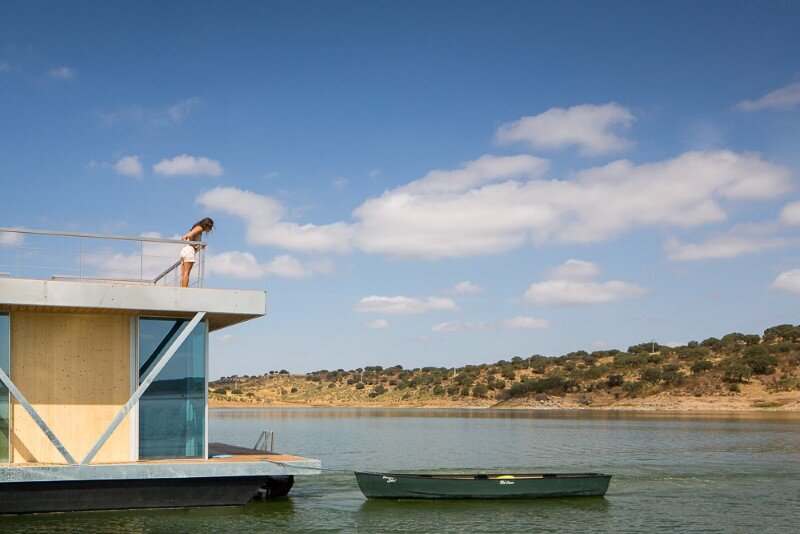 Floating House - a mobile house in the middle of a lake (7)