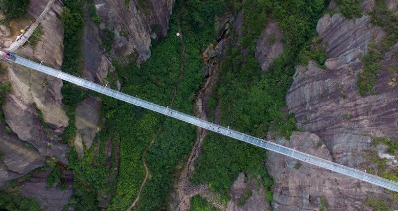 High-altitude glass-bottomed bridge (made of glass) opens in Hunan, China (5)