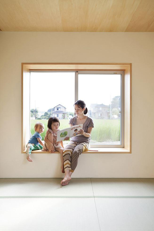 Kawagoe House is a Spacious Room Under a Large Gabled Roof (10)
