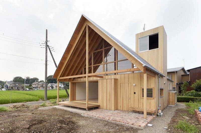 Kawagoe House is a Spacious Room Under a Large Gabled Roof (3)