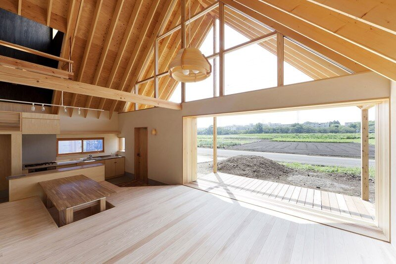 Kawagoe House is a Spacious Room Under a Large Gabled Roof (5)