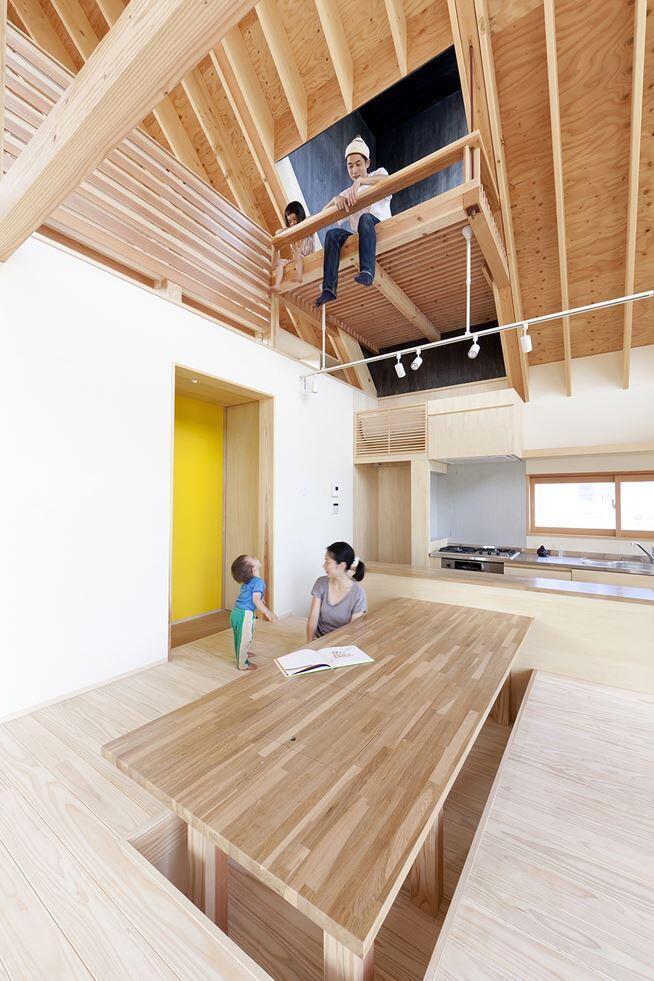 Kawagoe House is a Spacious Room Under a Large Gabled Roof (9)