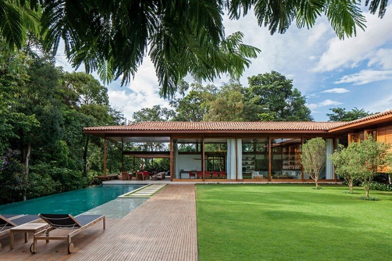 Modern country house with a Brazilian farm look (19)