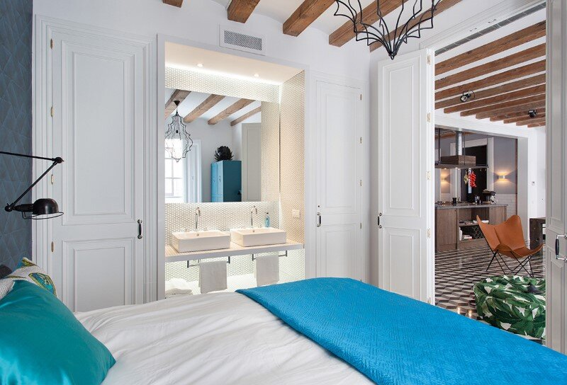 Refurbished apartment in Barcelona with emphasizing the authentic Spanish features (3)