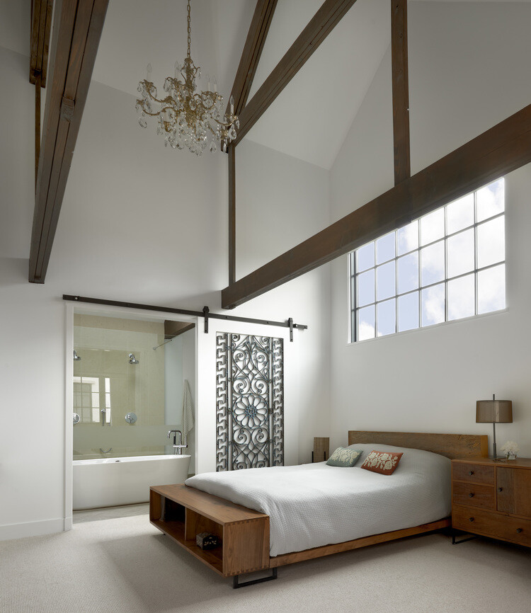 Stately house with traditional architectural forms and modern interiors (13)