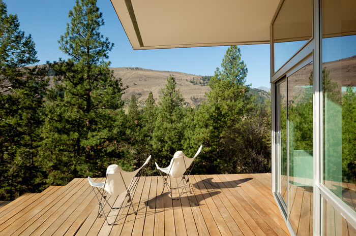 Sustainable Hill Home - a big presence in a big landscape (18)